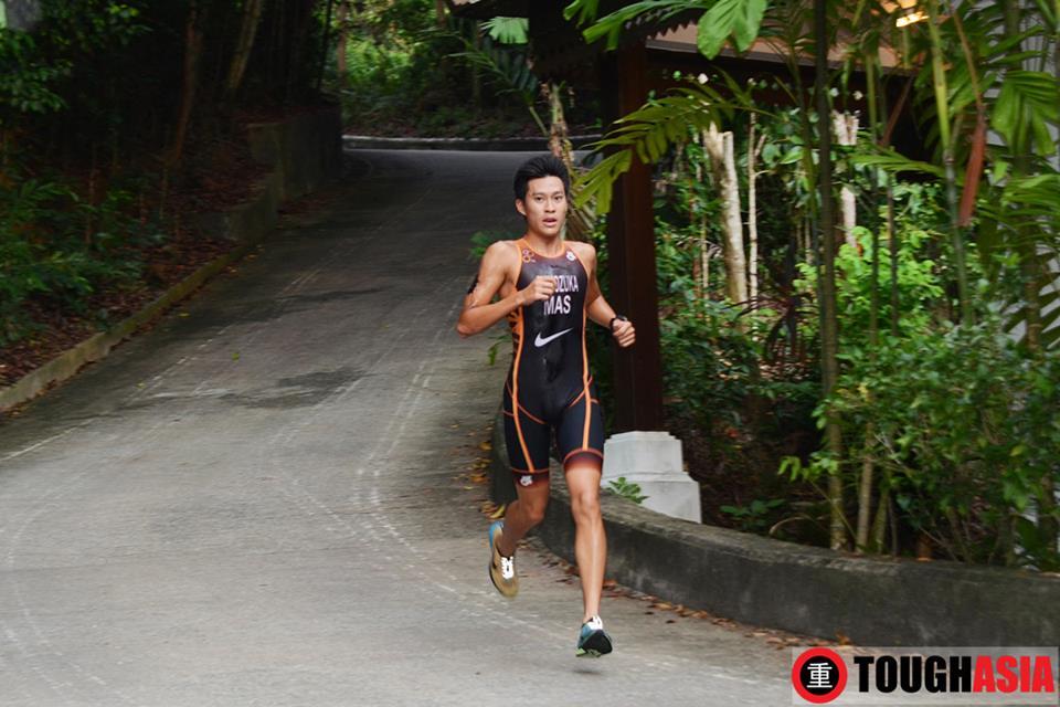 Malaysia's SEA Games Silver Medallist in Triathlon - Riki Shinozuka sprints into the lead.